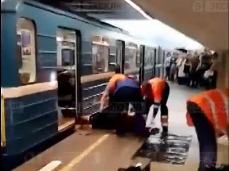 Видео девочки попавшей в метро под поезд