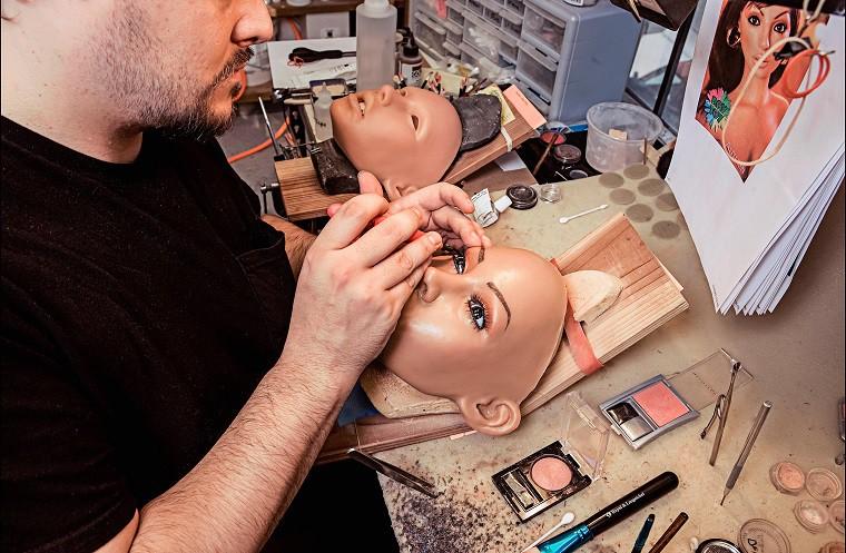 Телки лесби секс-куклы будущего картинки вид сзади красивые