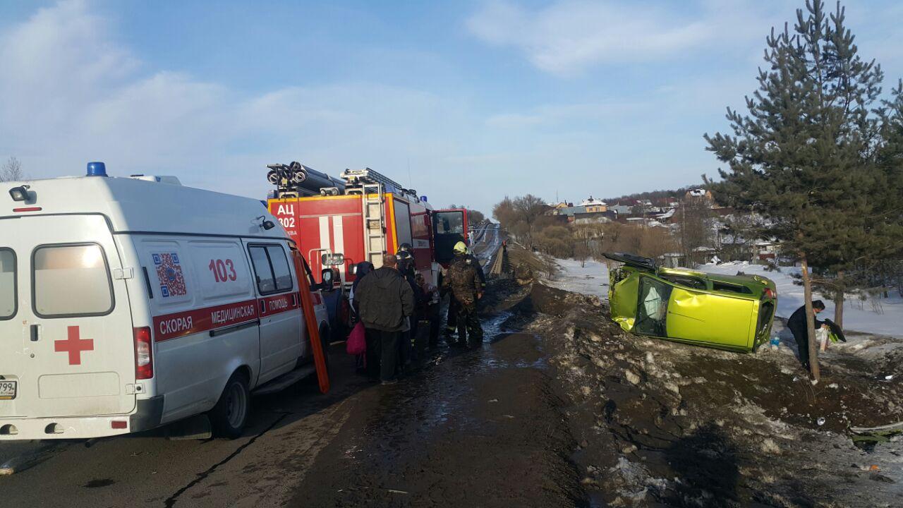 Вертолет эвакуирует в клинику ребенка, пострадавшего вДТП в новейшей столице России