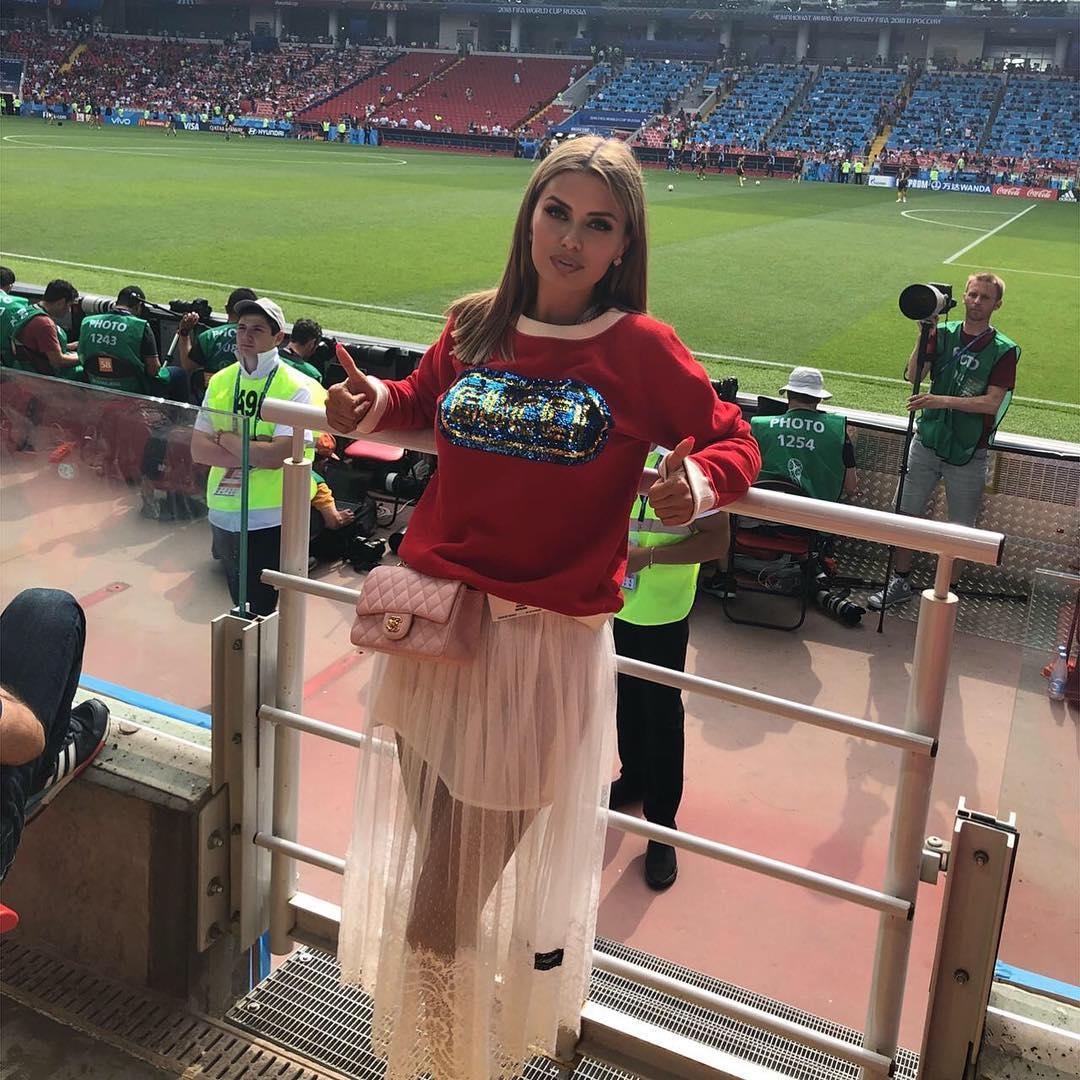 «Не дала посмотреть футбол!» — Виктория Боня смутила фанатов полупрозрачным топиком