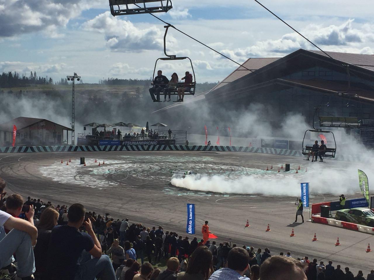 Tsunami Picnic собрал тысячи любителей автомобилей под Петербургом