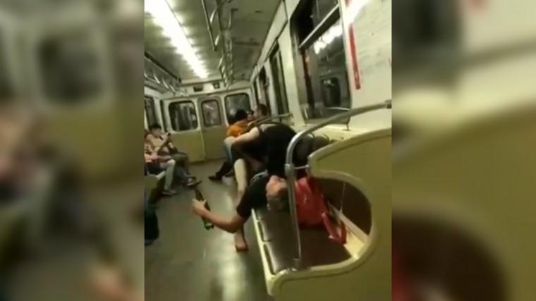 данном сайте азиатки изменяют мужу на вагоне метро видео представил, как брэм