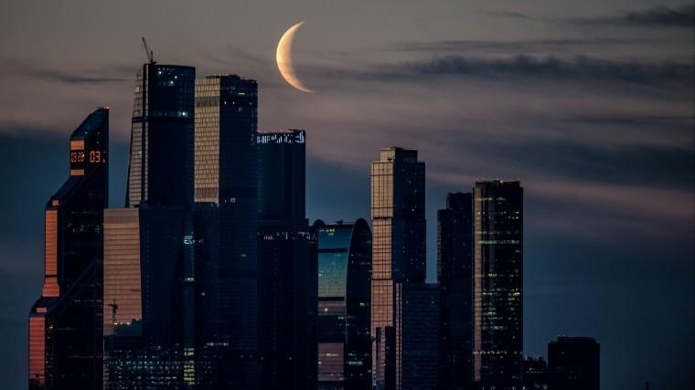 «Поцелуй» Луны иСатурна: москвичам 11ноября предлагают понаблюдать занебом