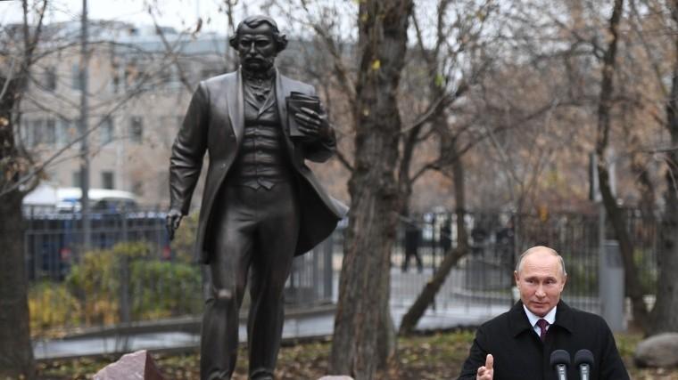Путин принял участие воткрытии первого вМоскве памятника Тургеневу