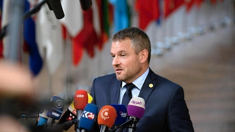 Словакия объявила овысылке российского дипломата из-за подозрений вшпионаже