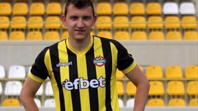 Приложился отдуши! —болгарский футболист забил гол сцентра поля