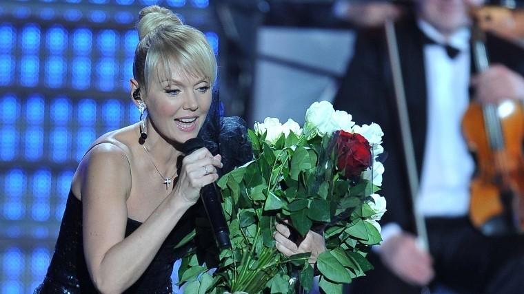 Вдова Кобзона подарила Валерии цветы запесню наукраинском языке