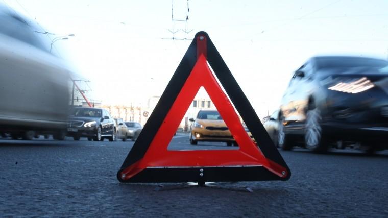 Четыре человека погибли вДТП —автомобиль врезался вдерево
