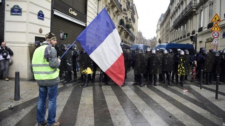 Тысячи людей вышли на улицы во Франции в знак протеста против убийства журналистов