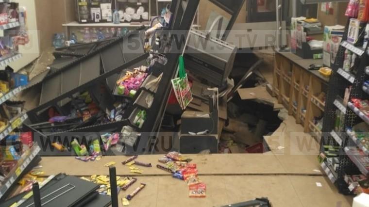 Стала известна причина обрушения пола впетербургском супермаркете