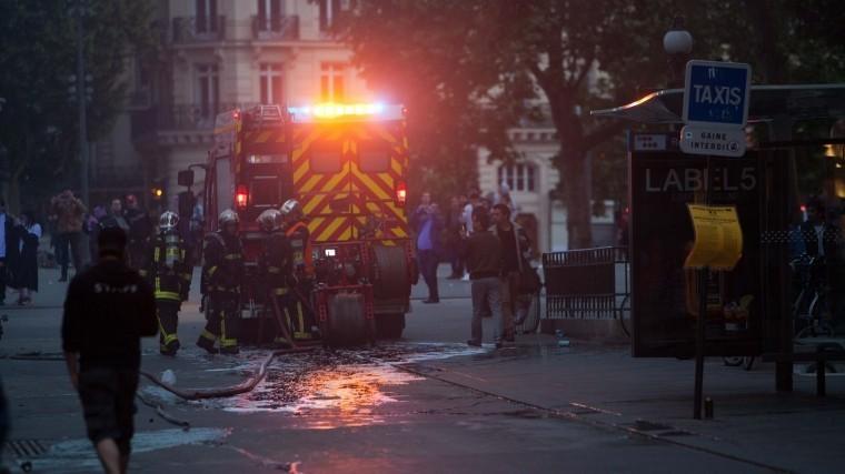 Пожар насеверо-востоке Парижа— момент взрыва попал навидео