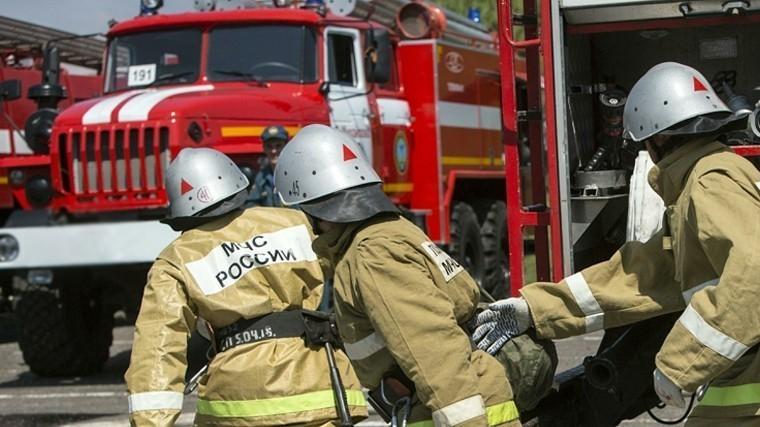 Склады стопливом загорелись под Петербургом