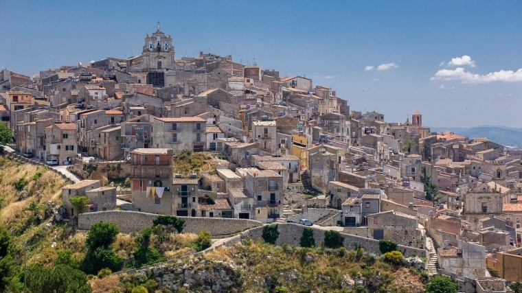 Наюге Сицилии продают дома заодин евро