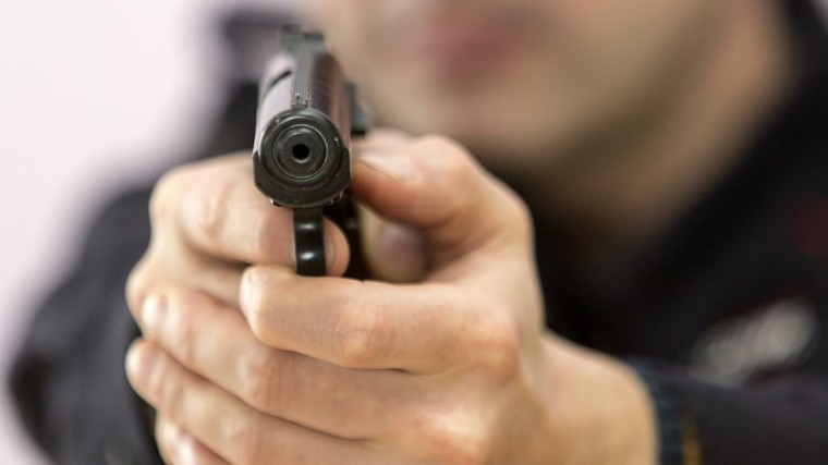 Мужчина расстрелял прохожего из«травмата» вПетербурге