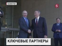 Путин начал двухдневный визит вТаджикистан, Киргизию иКазахстан
