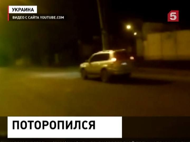 Украинский мотоциклист угодил под машину