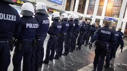 Немецкие полицейские сопроводят футболистов наматчи Лиги Чемпионов