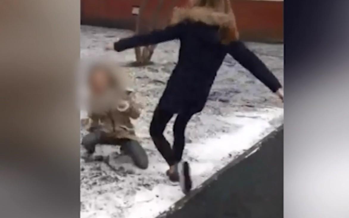 Девочку-подростка изМосквы избили иунизили заинтимные фото ВИДЕО | Новости | Пятый канал