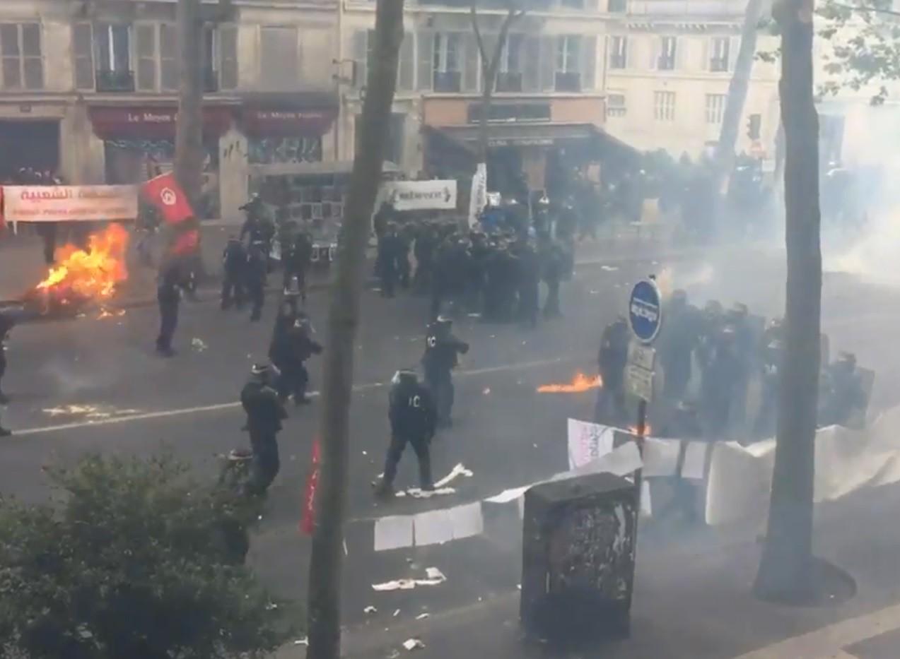 Врезультате протестов вПариже уже ранены десятки человек ФОТО