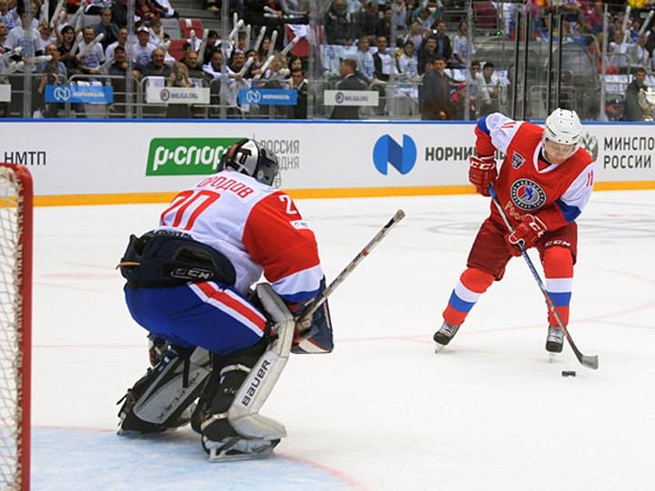 Семь шайб вворота сборной НХЛ забросил Владимир Путин
