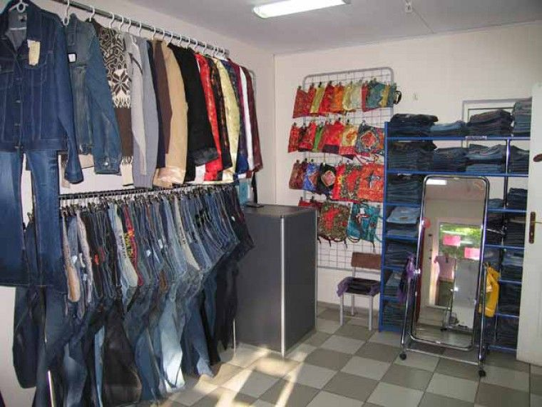 деминерализации как развесить джинсы в магазине фото значимыми деталями каждой