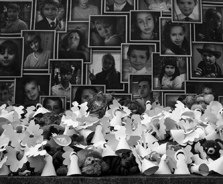Больше десяти тысяч человек повсему миру почтили память погибших детей Донбасса. Фоторепортаж Пятого канала