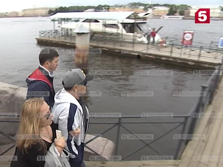 Видео: Марадона прилетел вПетербург сгитарой