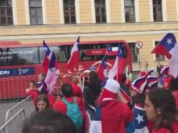 Чилийские болельщики провожают свою сборную нафинальный матч Кубка конфедераций
