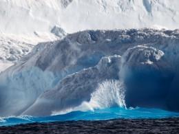 Гигантский айсберг откололся отАнтарктиды из-за теплого течения