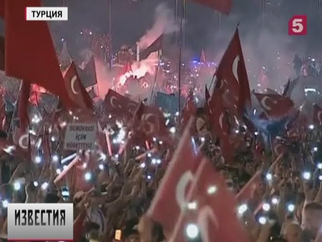 ВТурции отметили годовщину предотвращения военного переворота