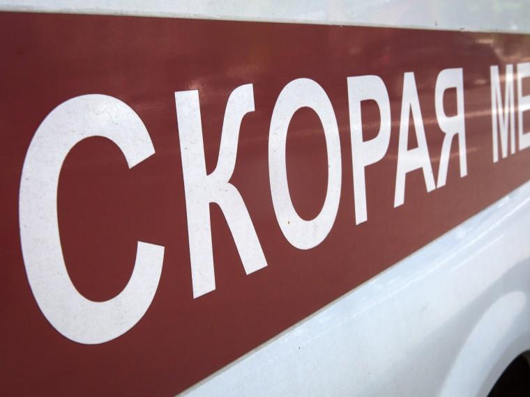 ВКирове мужчина набросился скулакаминамедиков, прибывших повызову