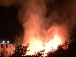 Очевидцы сняли крупный пожар рядом сЦентральным рынком вИваново