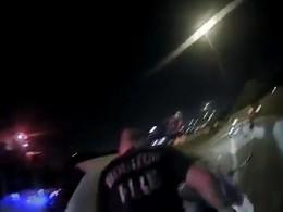 Автомобиль пьяного водителя чуть непереехал полицейского вХьюстоне