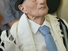 Скончался самый пожилой мужчина вмире, переживший Холокост