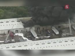 Пятый канал публикует видео страшного пожара нахимскладе вСША