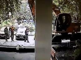 Насевере Москвы неизвестный намерен расстреливать людей извинтовки
