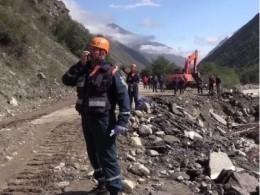 Спасатели продолжают эвакуировать людей изПриэльбрусья