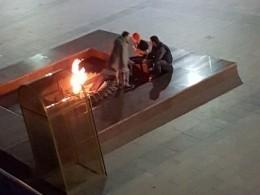 ВУльяновске молодые люди сушили наВечном огне вещи ижарили сосиски