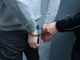 ВСыктывкаре мужчина вмаске исобрезом требовал денег укассира банка