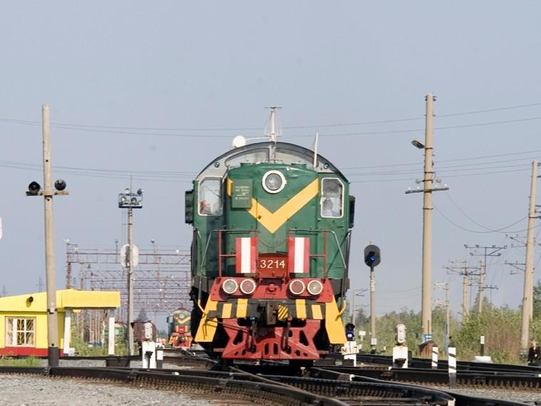 В Белоруссии локомотив влетел в легковушку. Погибли дети ...