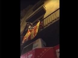 Звон кастрюль над Барселоной. Сторонники референдума вКаталонии расходиться несобираются