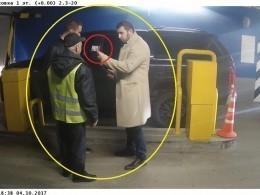 Дерзкий «полицейский» готовы был арестовать сотрудника парковки, чтобы неплатить100 рублей