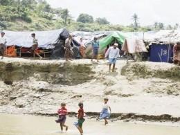 Слоны затоптали женщину итроих детей влагере беженцев рохинджа вБангладеш