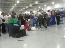 Россияние, ночевавшие ваэроборту Дубая, по-прежнему немогут вылететь вРоссию