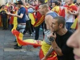 Многотысячная акция вБарселоне заединение Испании закончилась жестокими столкновениями сполицией
