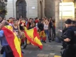 Опубликовано видео массовой драки вБарселоне после акции протеста