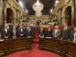 Парламент Каталонии признал решение испанского правительства ипрекратил работу