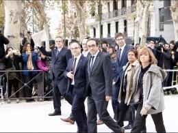 Испанский суд постановил заключить под стражу восьмерых бывших членов Женералитата Каталонии