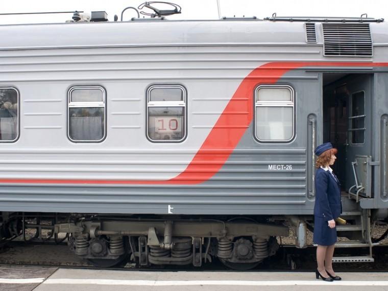 «Онилишили россиян новогодних праздников!»— эксперт раскритиковал решение РЖД остановить продажу билетов вплацкартные вагоны