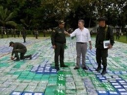 Колумбийский президент осмотрел12 тонн кокаина